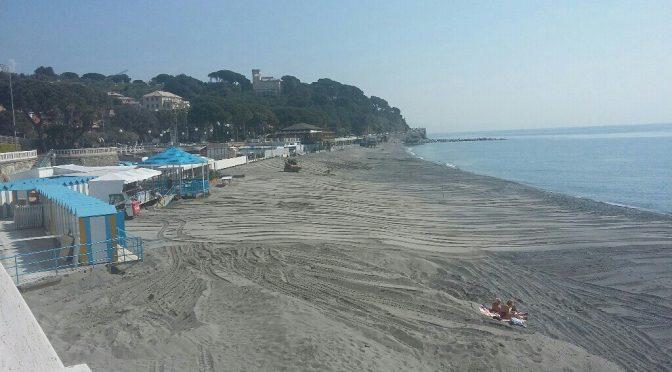 Spiaggia in allestimento per chi verrà al mare